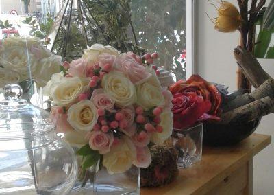 nyikh anthodesmh roz kai leyko triantafyllo